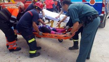 La Guardia Civil y bomberos de Lucena rescatan a una senderista herida en la zona del Centro de Interpretación de Santa Rita