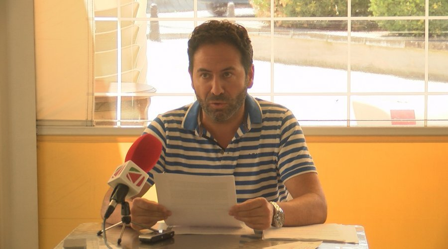 """Enrique Navas envía por correo a la Asociación """"Cabalgata de Reyes Magos de Cabra"""" las firmas necesarias para la convocatoria de nuevas elecciones"""