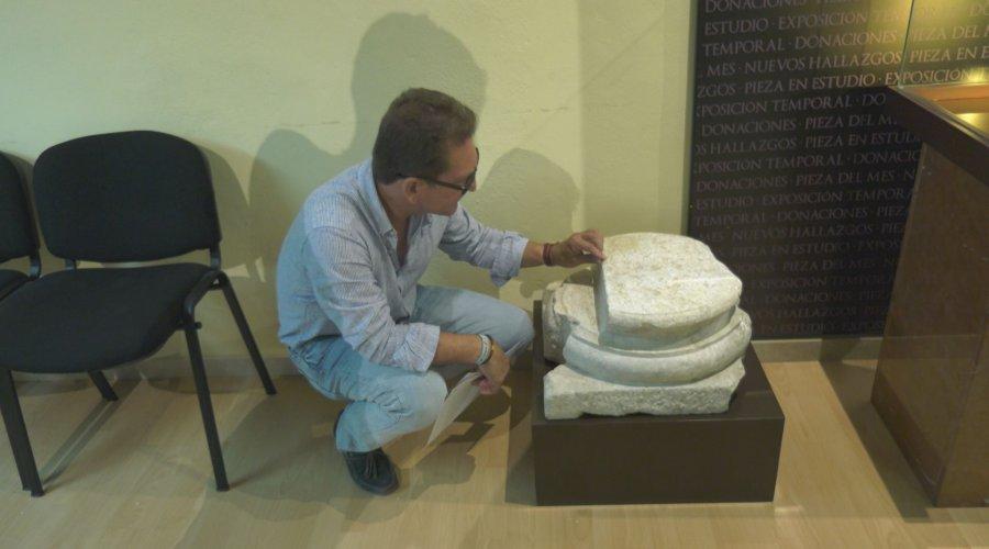 Una basa de columna de mármol blanco del siglo II d.C. nueva pieza en el Museo Arqueológico Municipal