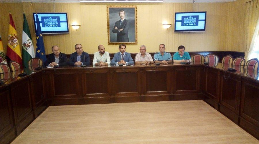 El Ayuntamiento decreta un día de Luto Oficial por el asesinato del joven en el PAU-R2