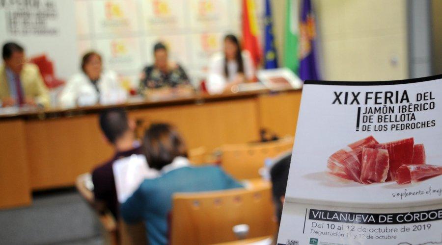 La delegada de Agricultura defiende la excelencia del jamón ibérico de bellota de Los Pedroches