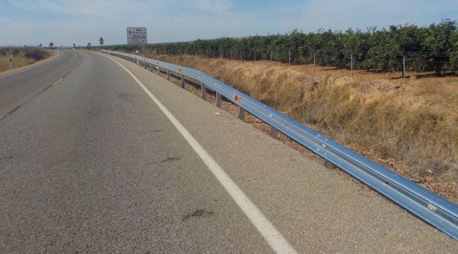 La Junta ha invertido en lo que va de año  más de 800.000 euros en la colocación de barreras de seguridad en varias carreteras de la provincia
