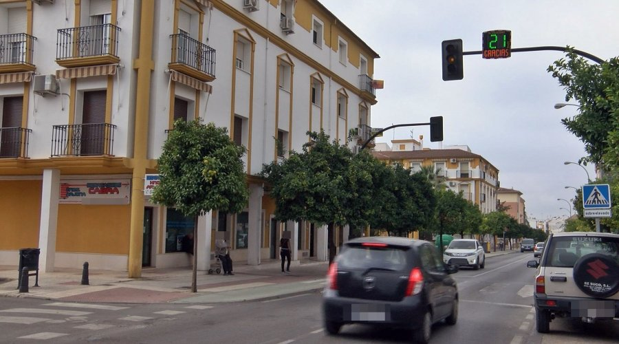 """La Avenida de Andalucía cuenta con un radar """"pedagógico"""""""