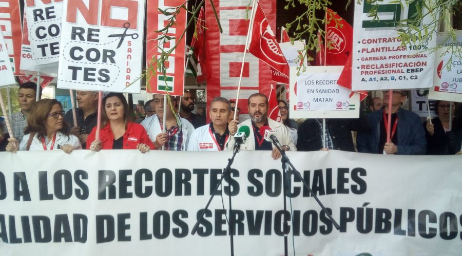 Trabajadores del Hospital se concentran contra los recortes del SAS