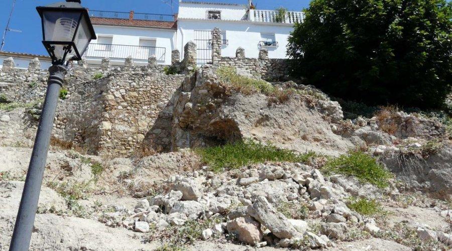 Cultura renueva la autorización del proyecto de consolidación de la Muralla de Cabra y su entorno