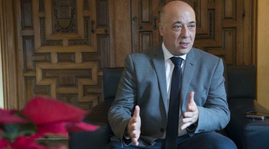El Presidente de la Diputación insta a Juanma Moreno a la puesta en marcha de un Plan Especial de Empleo