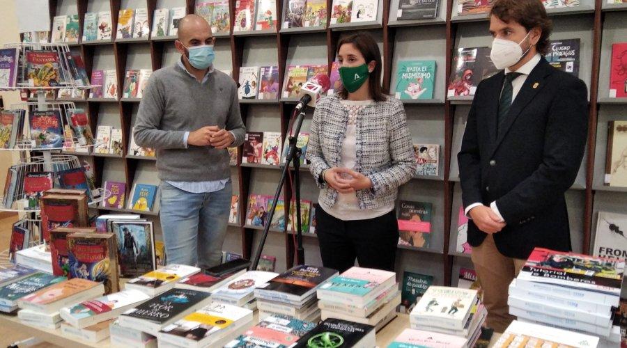 La Junta invierte 5.000 euros para ampliar los fondos de la biblioteca municipal de Cabra con 300 libros
