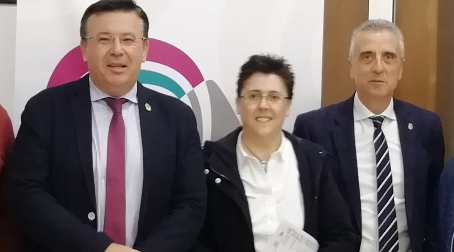 La Mancomunidad y el GDR Subbética engalanan los pueblos de la comarca con lazos morados