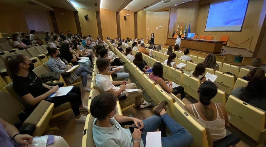 El Área de Gestión Sanitaria Sur de Córdoba recibe al alumnado que realizará prácticas de Técnico en Cuidados Auxiliares de Enfermería